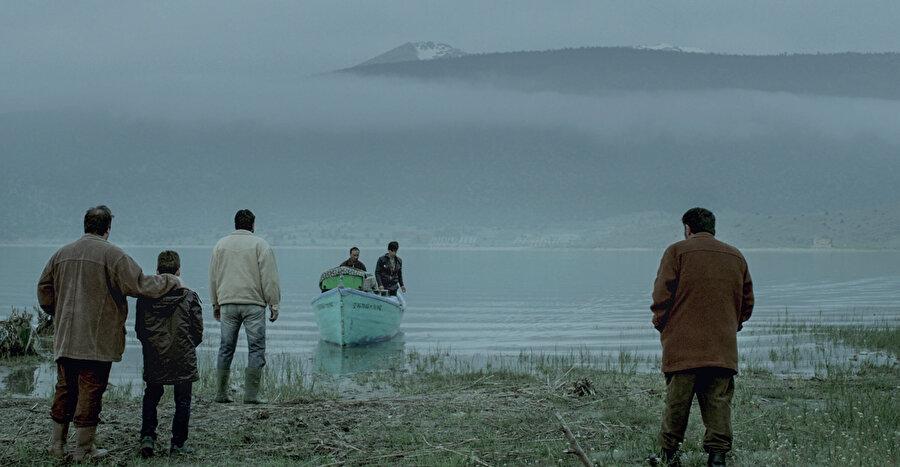 Film, Beyşehir Gölü üzerinde bulunan Mada adasında geçen bir hikayeyi anlatıyor.