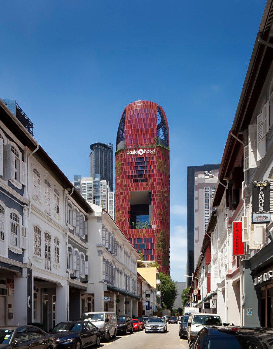 Şehrin içinden yapıya bakış.