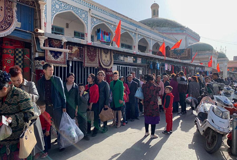 Uygurlar nereye giderse gitsin Çin'in takibinden kurtulamıyor.