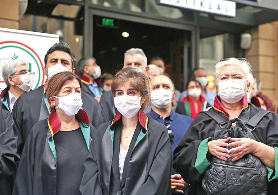 """LGBT haklarını korumak adına yaptıkları açıklamada Ali Erbaş için, """"Halkı ellerinde meşalelerle cadı diye kadın yakmaya davet etmesi kimseyi şaşırtmamalı"""" şeklinde üst perdeden ifadeler kullanılmıştı."""