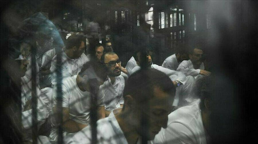 Esed sadece direnişe katılanları değil, teslim olmalarını sağlamak amacıyla yakınlarını da tutuklama yoluna gitti.