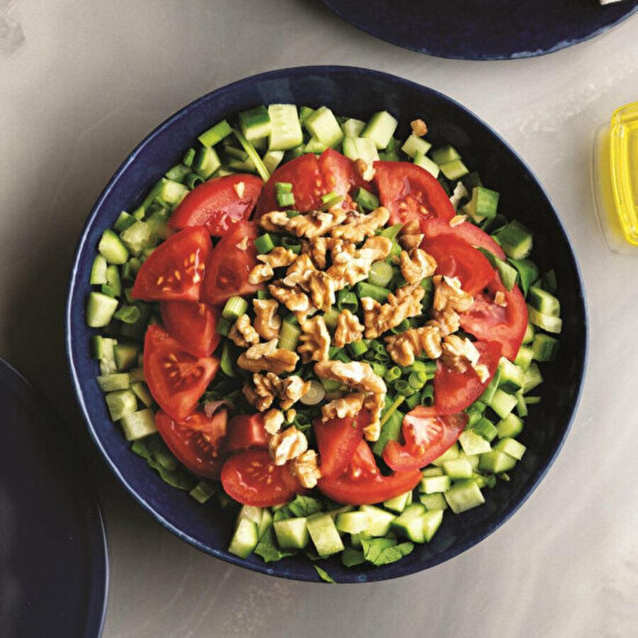 Cevizli çoban salatası