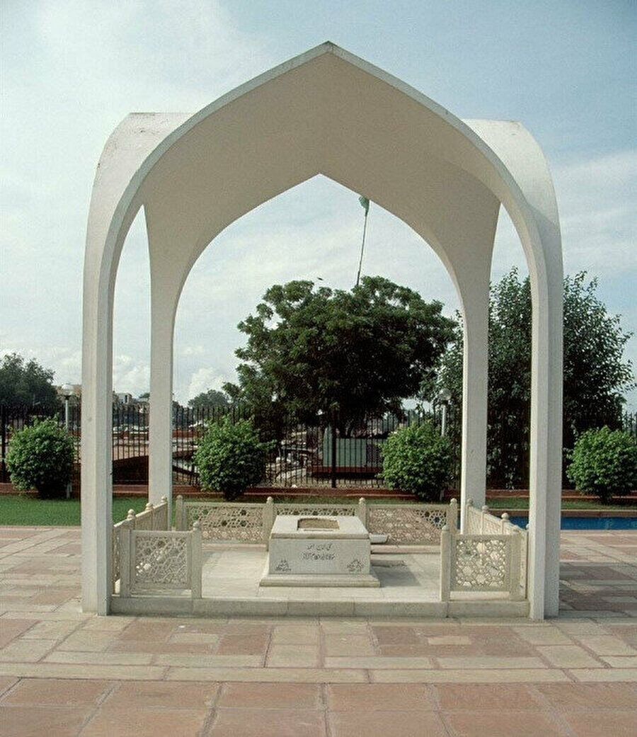 Ebu'l Kelam Azad'ın Yeni Delhi'de bulunan kabri.