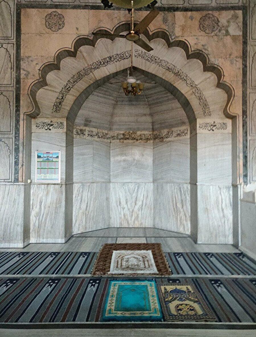 Mermerden inşa edilen mihrap, sadeliğiyle dikkat çeker. (Fotoğraf: Abdulkadir Aksöz)