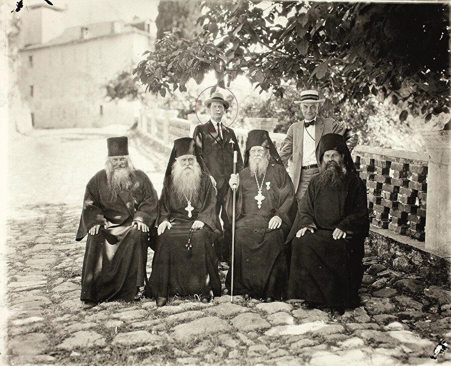 Thomas Whittemore Yunan papazlarıyla