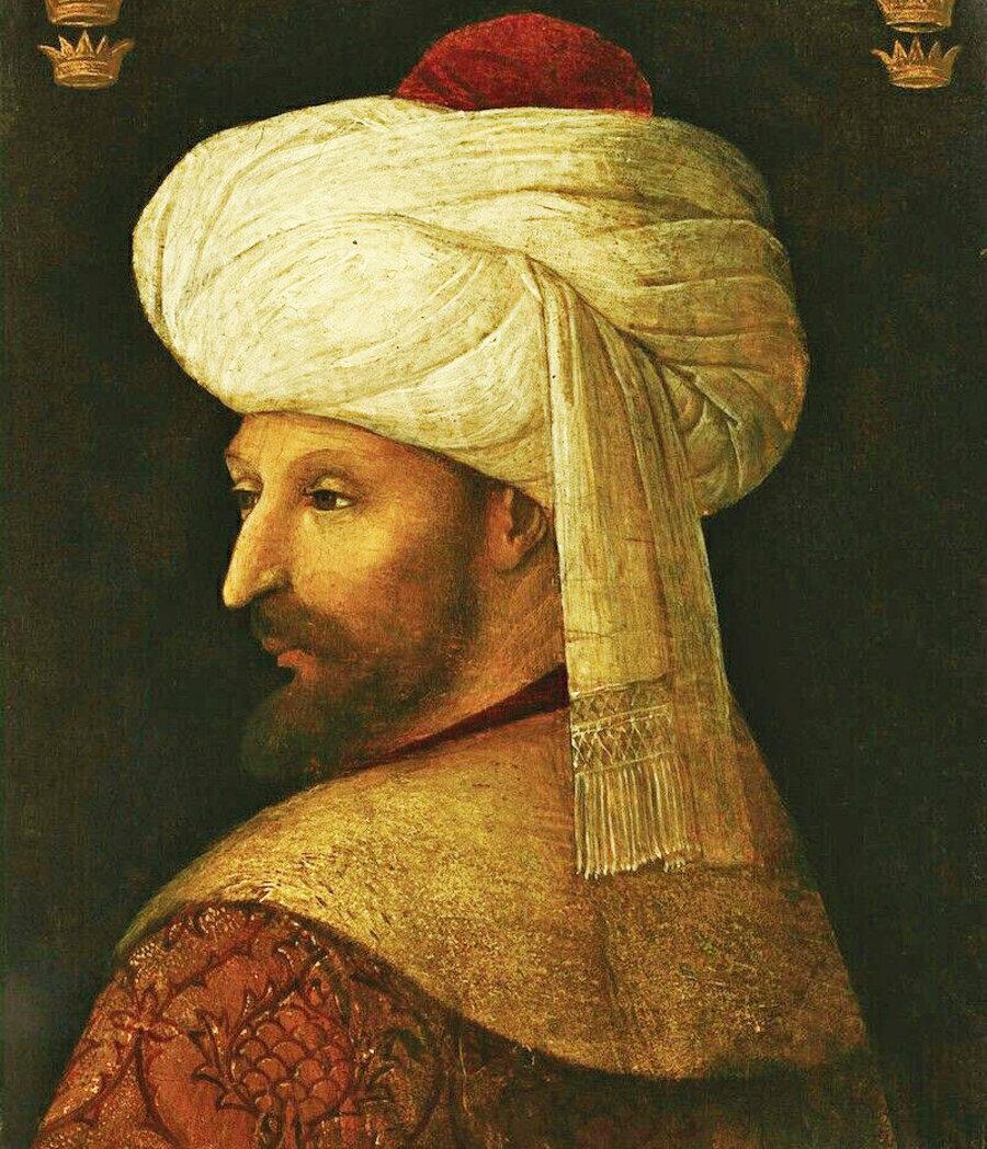 Fatih Sultan Mehmed, İslam hukukuna uygun olarak, ilk olarak fethettiği beldenin en büyük mâbedini yani Ayasofya'yı fethin bir nişanesi ve şiarı olarak; kılıç hakkı denilen kurala göre camiye tebdil etmiş ve akabinde hayrat olarak da vakfetmiştir.