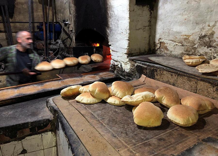 Lübnan'da ekmek de dahil temel gıda maddelerine astronomik zamlar uygulanıyor.