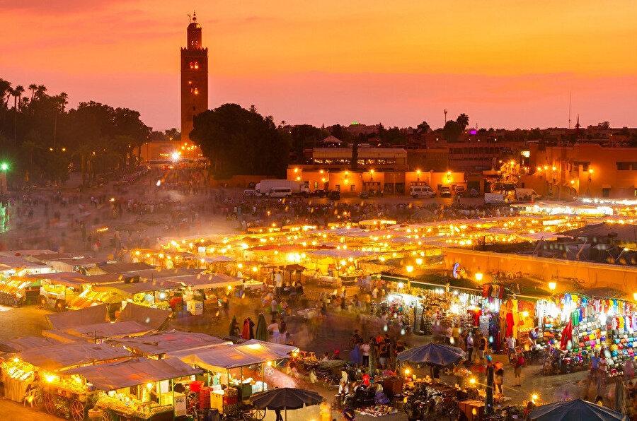 Marakeş, Fas'ın orta kısmında bulunan şehir. Ülkenin ilk başkenti olma özelliğini taşıyan şehir Atlas dağlarının dibinde bulunmaktadır.