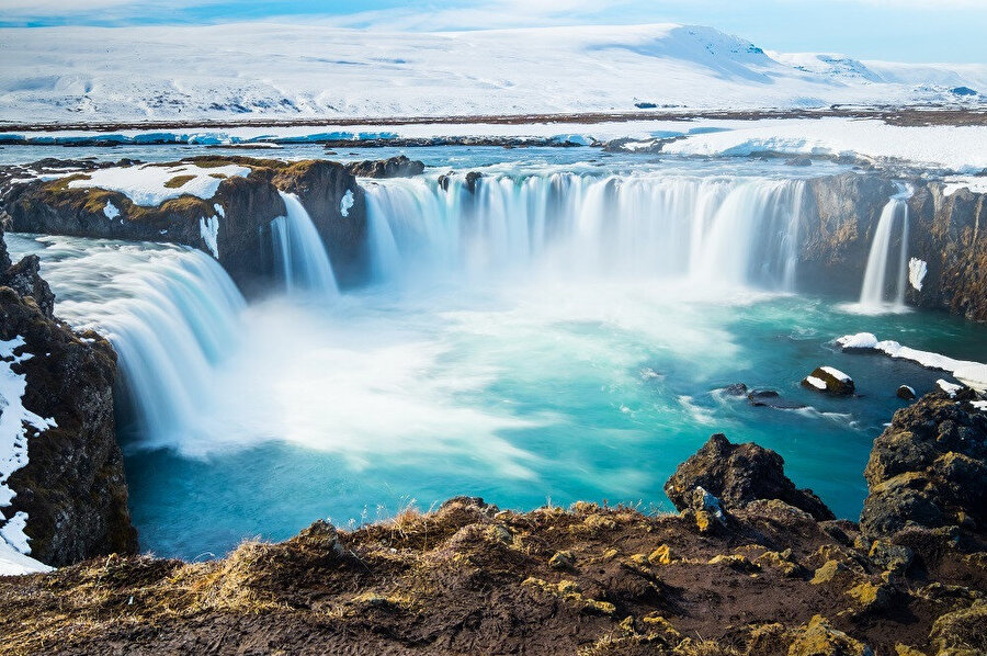 İzlanda, Atlas Okyanusu'nun kuzeyinde Grönland'ın güneydoğusu ile İskandinavya ve Büyük Britanya'nın kuzeybatısında yer alan bir ada ve Avrupa ülkesidir.