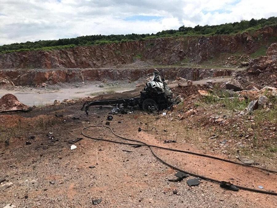 Olayda patlayan kamyonun enkazı