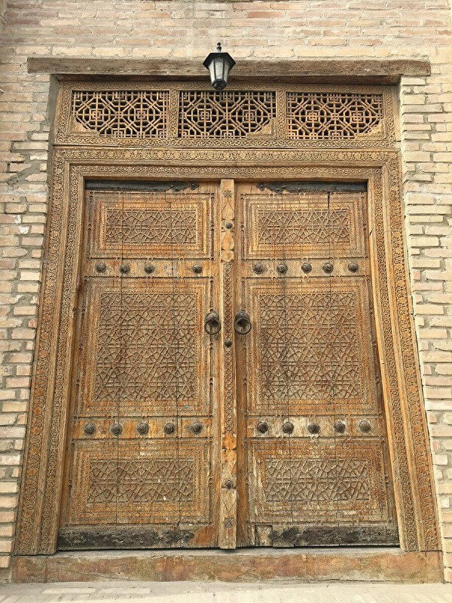 Ahmedcan Kervansarayı'nın kapısı, 19'uncu yüzyıl.