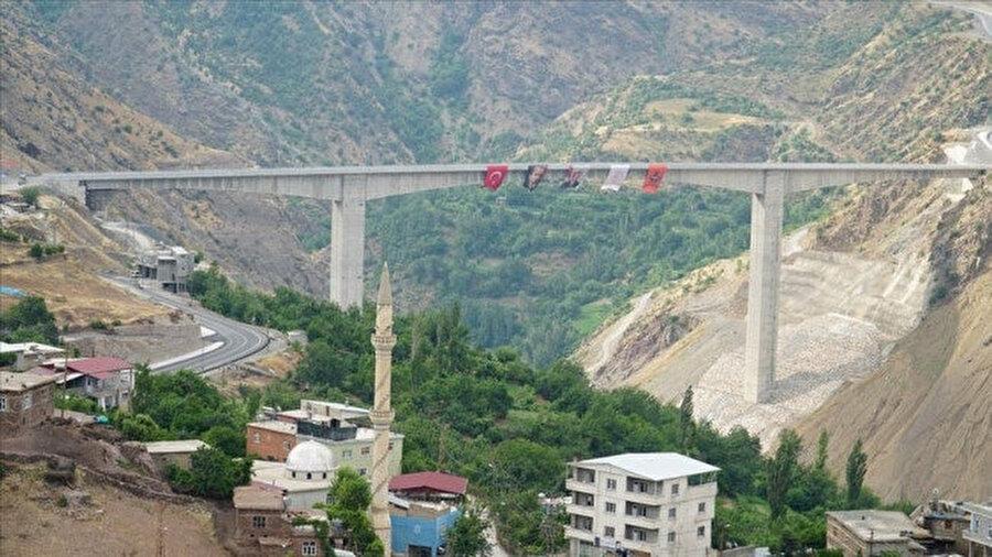 Türkiye'nin en yüksek köprüsü -AA