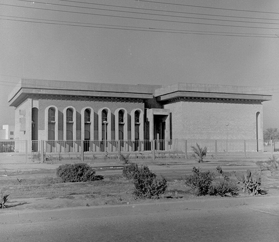 Çadırcı'nın 1965'de inşa ettiği Irak Bilim Akademisi.