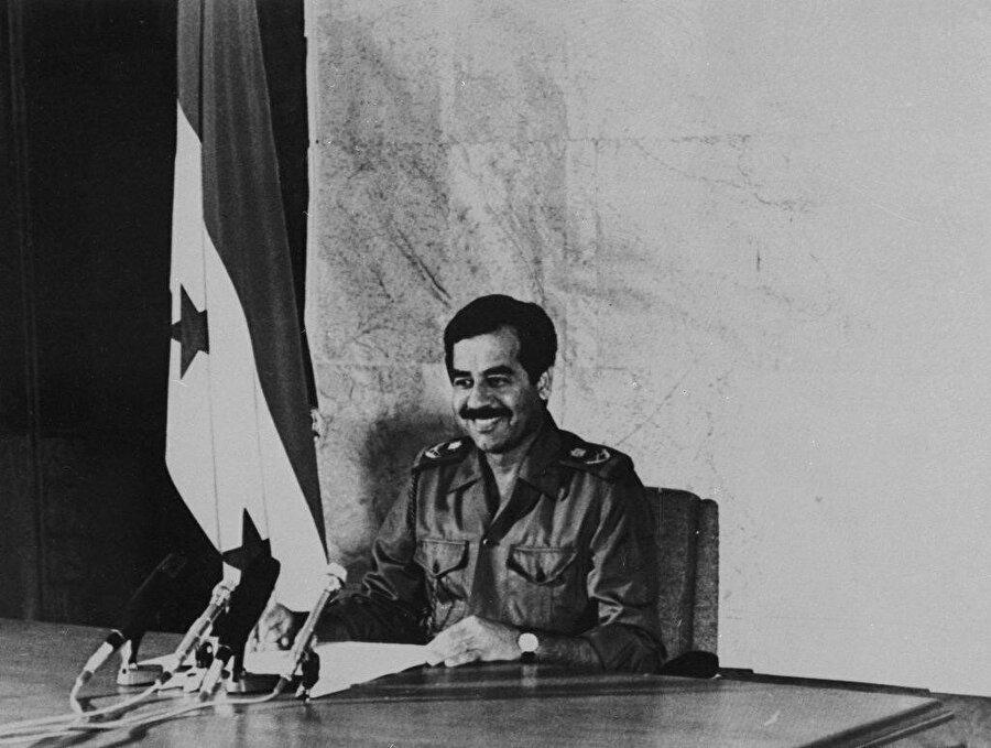 Saddam Hüseyin, 1979 yazında Irak'ın kontrolünü ele almıştı.