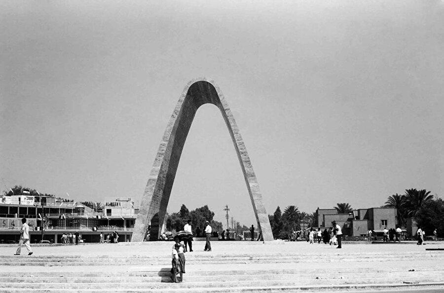 Meçhul Asker Anıtı, 23 yıl boyunca Firdevs Meydanı'nda kaldı.