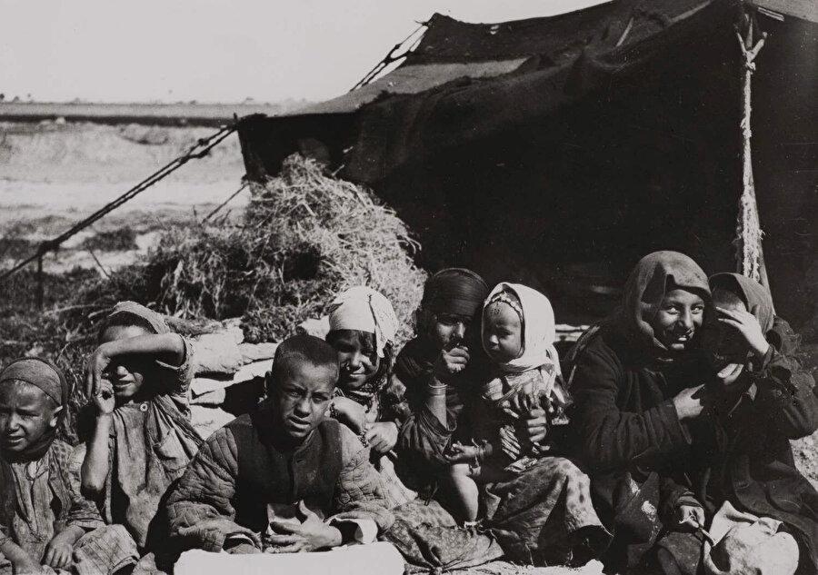 Kamil Çadırcı, Ortadoğu'yu karış karış gezmiş ve binlerce fotoğraflık bir arşiv oluşturmuştu.