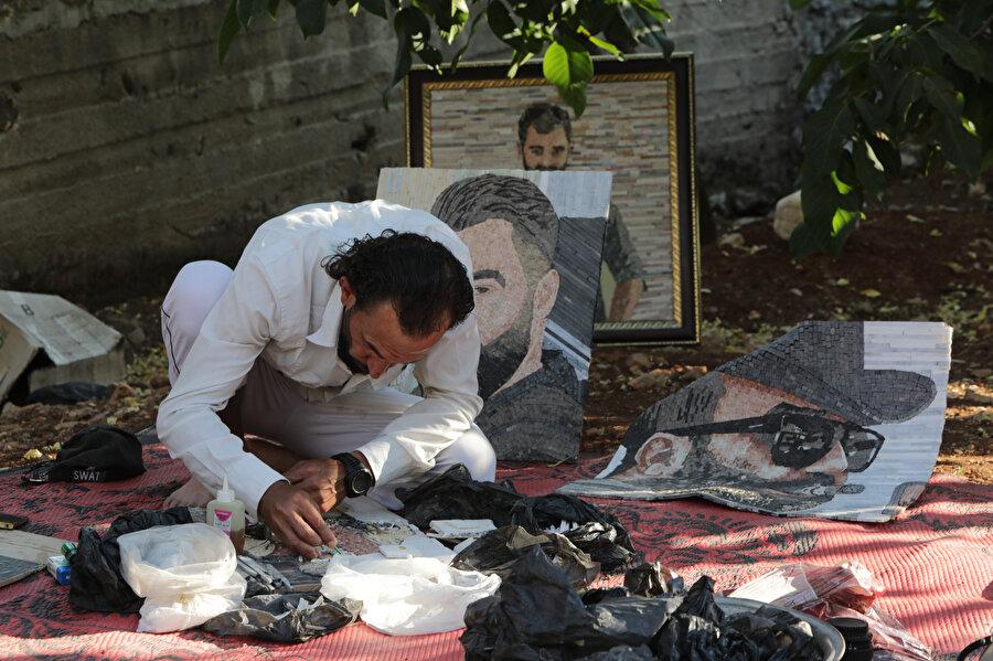 Kendisine altı yıl boyunca işkence eden rejim askerini gözlüğü ve ağzında purosuyla resmeden Tavil.