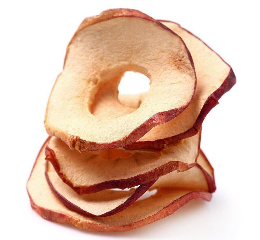 Elma kabuğu, lezzetli bir atıştırmalığa dönüşebilir.