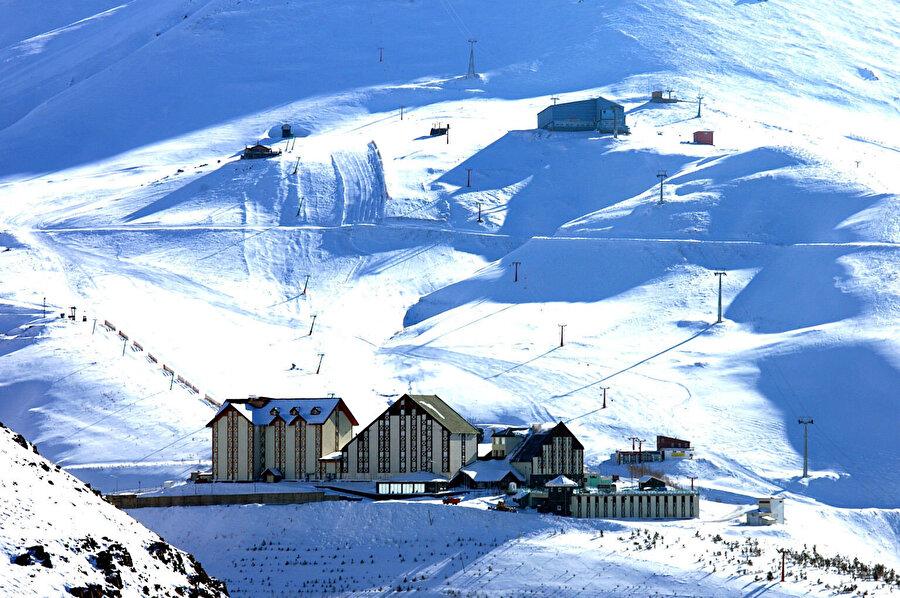 Palandöken, Türkiye'de Doğu Anadolu Bölgesi'nde, Erzurum ilinin şehir merkezini oluşturan merkez ilçelerden biridir.