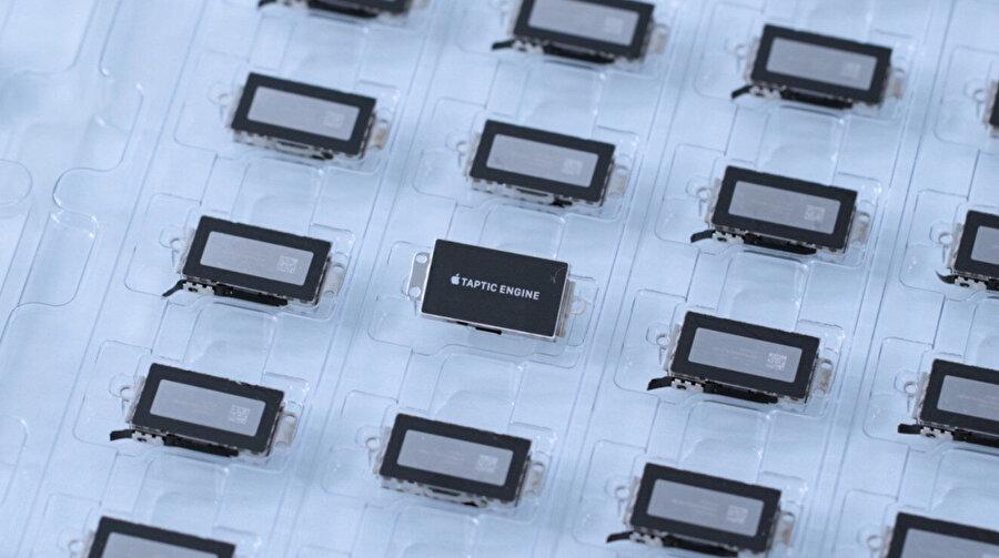 Apple'ın en son geri dönüşüm buluşu Dave, gelecekteki ürünlerde 'geri dönüştürülmüş' malzemelerin kullanılması için iPhone bileşenlerini kurtarıyor.