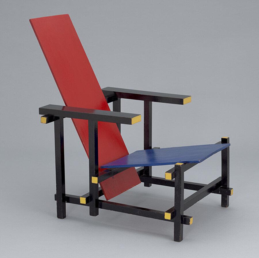 Gerrit Rietveld, Red Blue Chair (1918–1923).