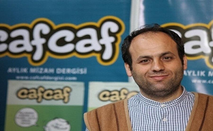 Asım Gültekin, Cafcaf dergisinin yayın yönetmeni yaptı.