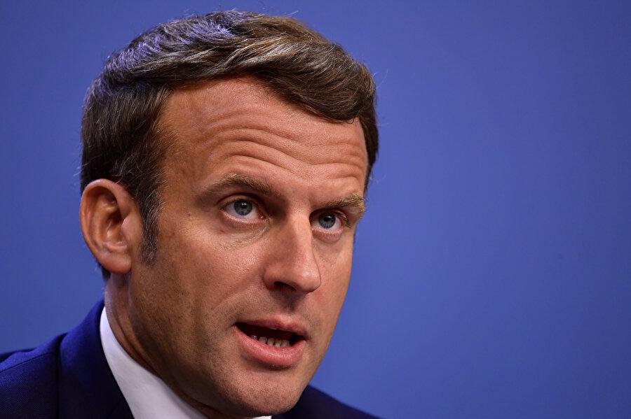 Macron, İslam karşıtlığını siyasetin merkezine yerleştirme eğiliminde.