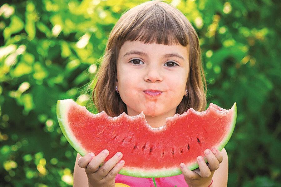"""Hz. Âişe (r.a.): """"Peygamber (a.s.v.), meyveler içinde üzüm ve karpuzu severdi."""""""