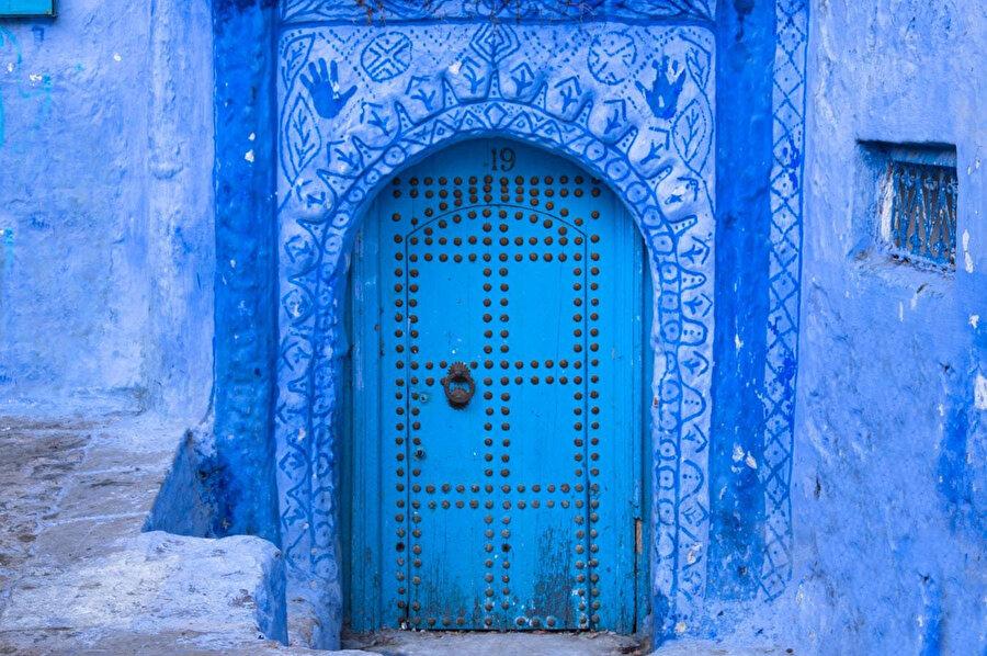 Kapıların izine, M.Ö dörtbinli yıllarda Sümerlerde rastlıyoruz.