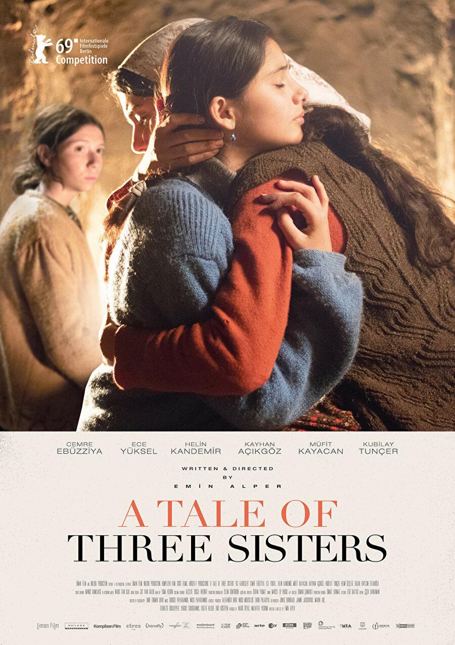 Kız Kardeşler ,Tepenin Ardı, Abluka filmleriyle tanıdığımız Emin Alper'in yeni filmi, kasabaya besleme olarak verilen ancak tutunamayıp dağ köyündeki evlerine geri gönderilen ve yeniden kasabaya dönmek için gizli bir rekabete giren üç kız kardeşin hikâyesini anlatıyor. Kız Kardeşler'in dünya prömiyeri şubat ayında Berlin Film Festivali'nde yapıldı.