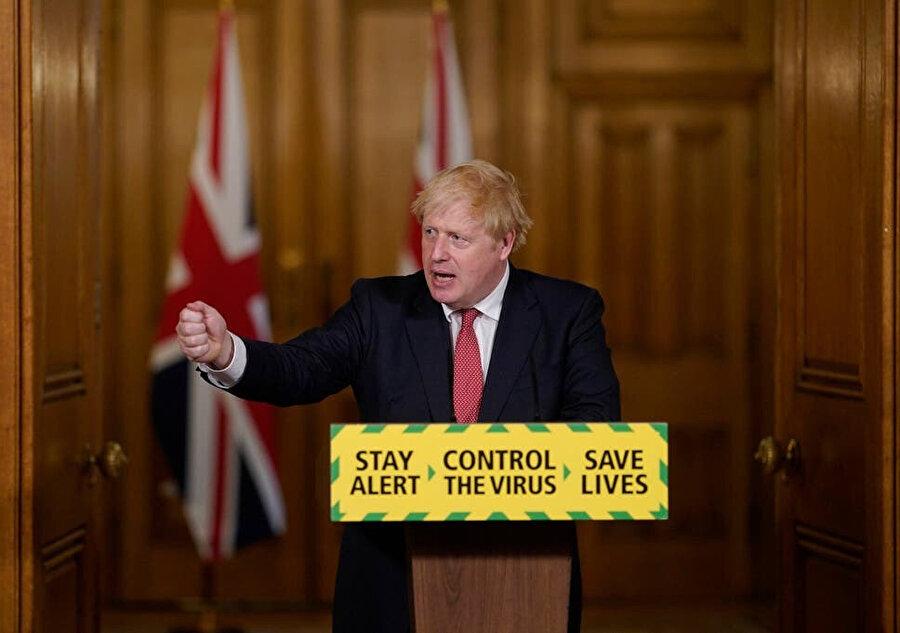 İngiltere Başbakanı Boris Johnson İngiltere'de ikinci dalga belirtilerinin görüldüğünü söylüyor