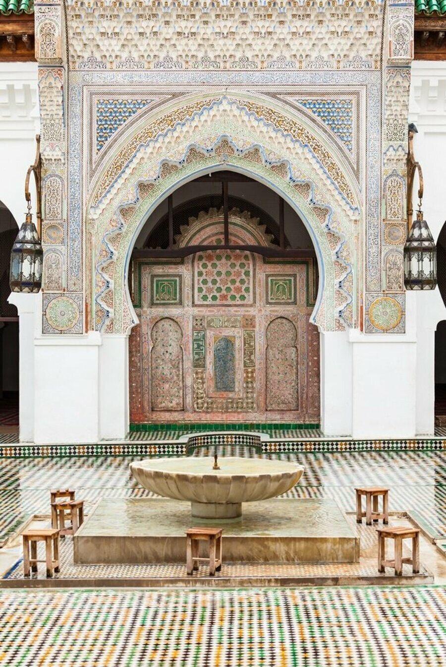 Emevî dönemi Fas hakimi Ahmed b. Ebû Bekir ez-Zenâtî tarafından başlatılan genişletme çalışmasında camiye bir şadırvan eklendi.