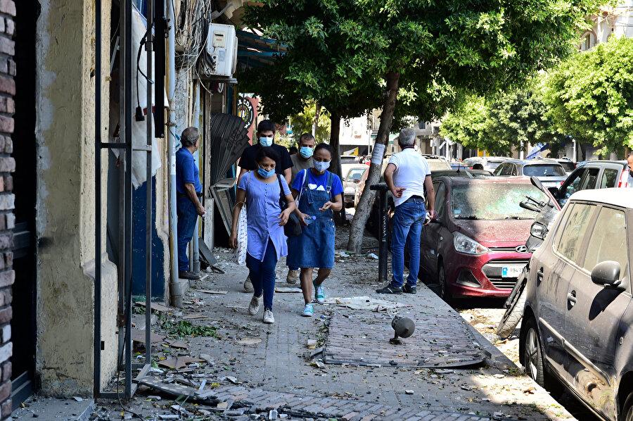 Lübnan Kızılhaçı da ülke genelinde vatandaşlara acil kan bağışı çağrısı yaptı.