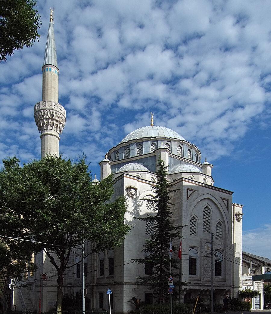 Japonya'ya uzun bir ziyaret için gelen Abdürreşid İbrahim Efendi, Tokyo'da bir cami yapmak için mücadele veriyordu.