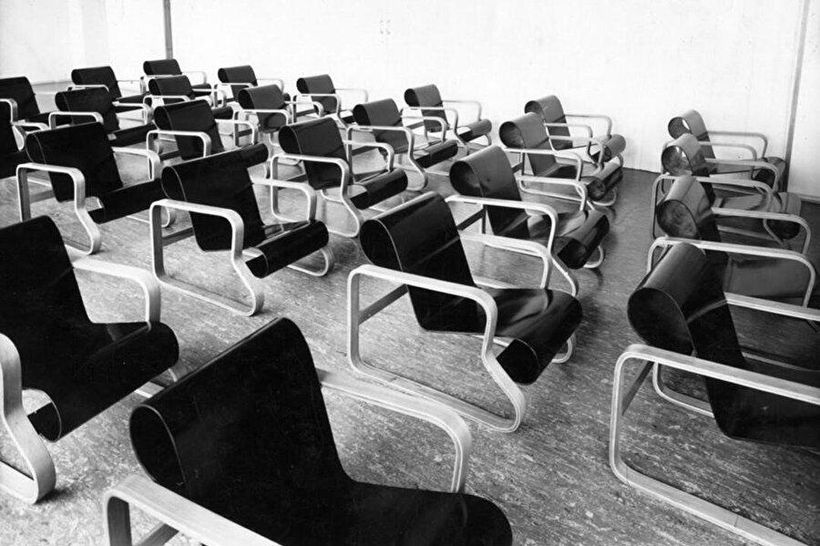 1930'larda Paimio Sanatoryumu'ndaki Paimio Chair'lar.