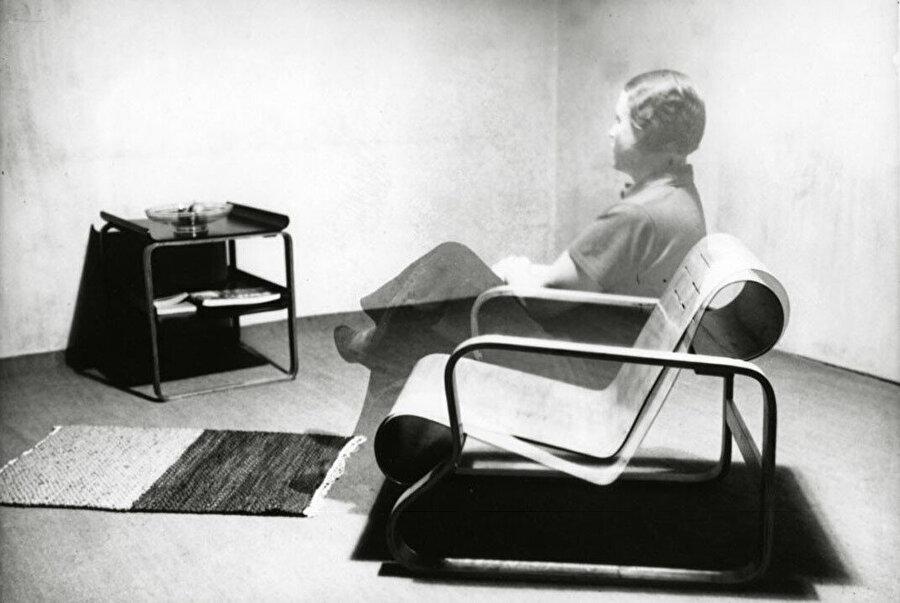 Paimio Chair'a oturan Aino Aalto fotomontajı, 1930'lar.