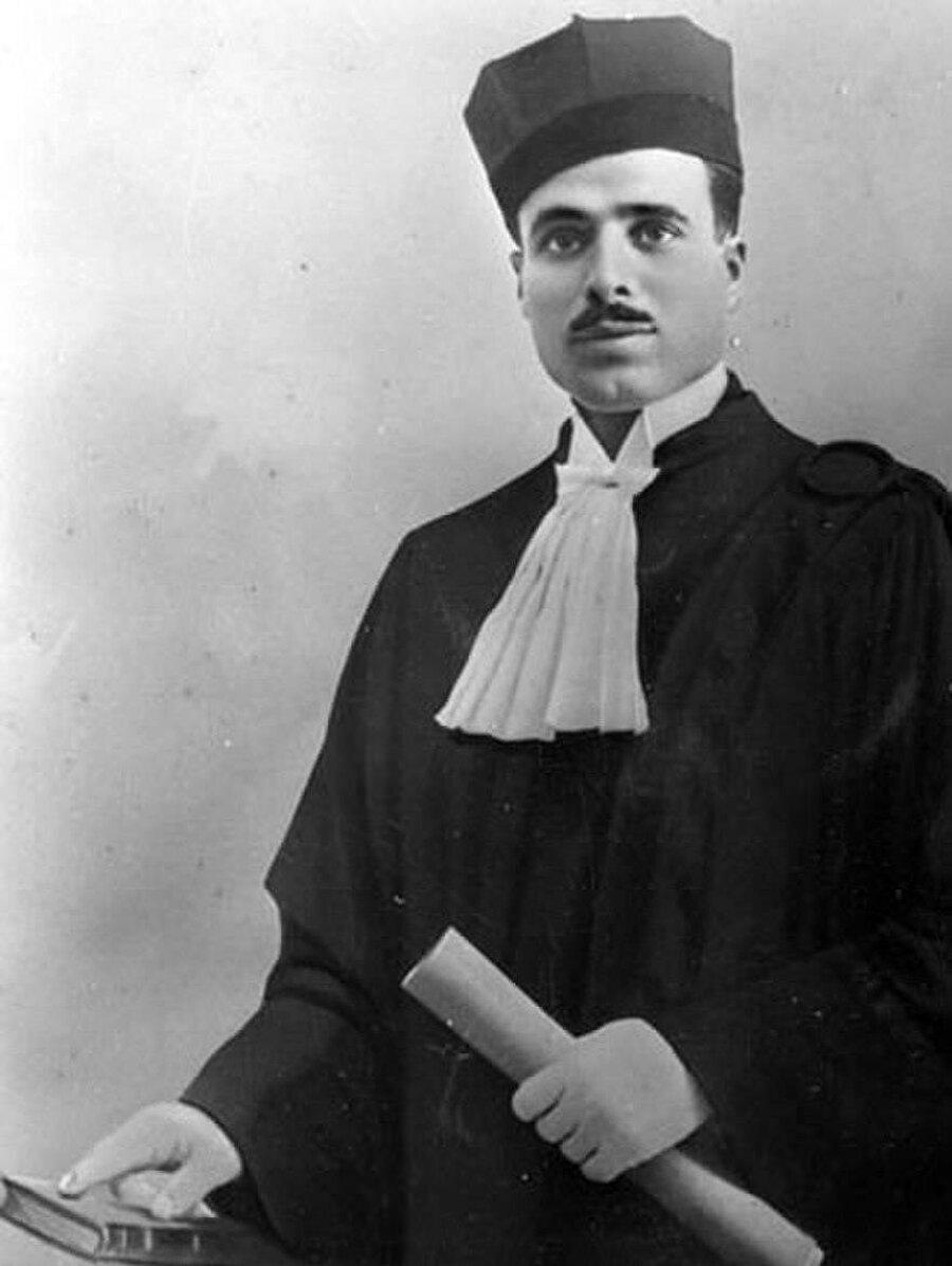 Burgiba, lisans tahsilini tamamladıktan sonra ülkesine döndü.