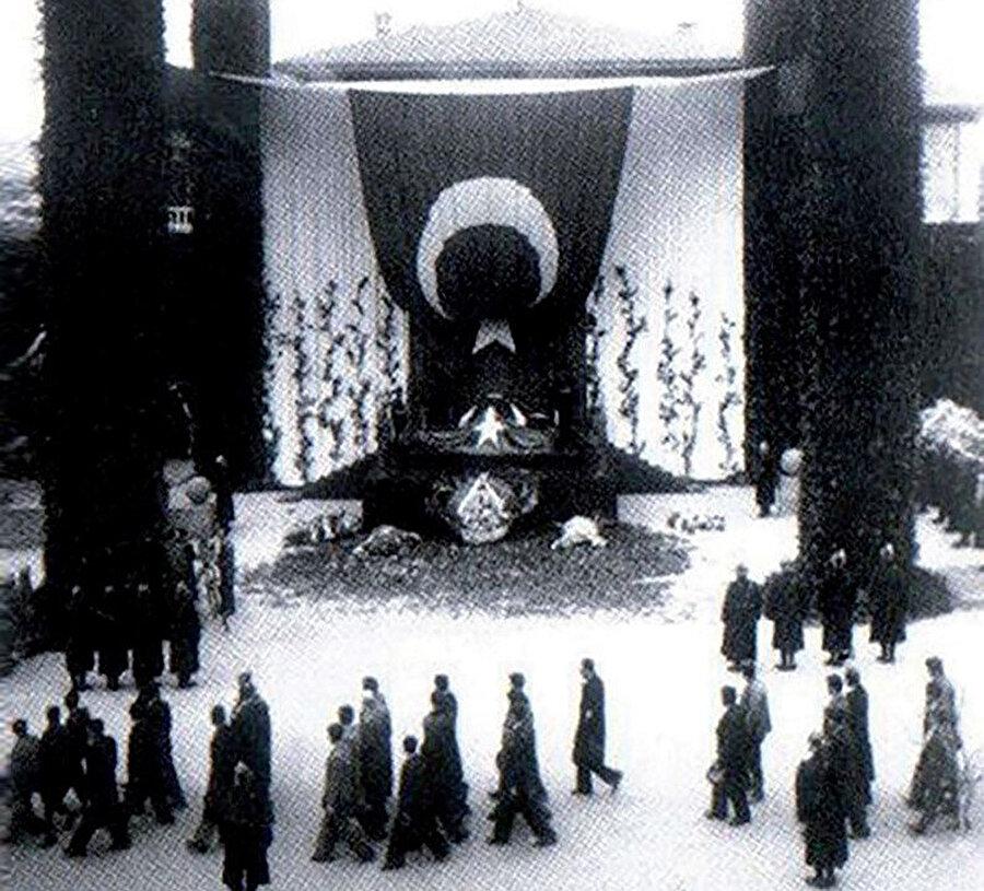 Atatürk'ün naaşı için yapılan katafalk.
