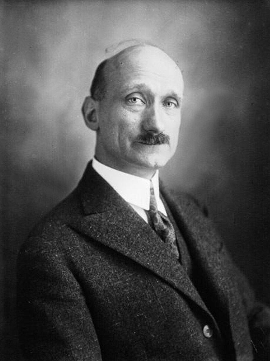 Dönemin Fransa Dışişleri Bakanı Robert Schuman.