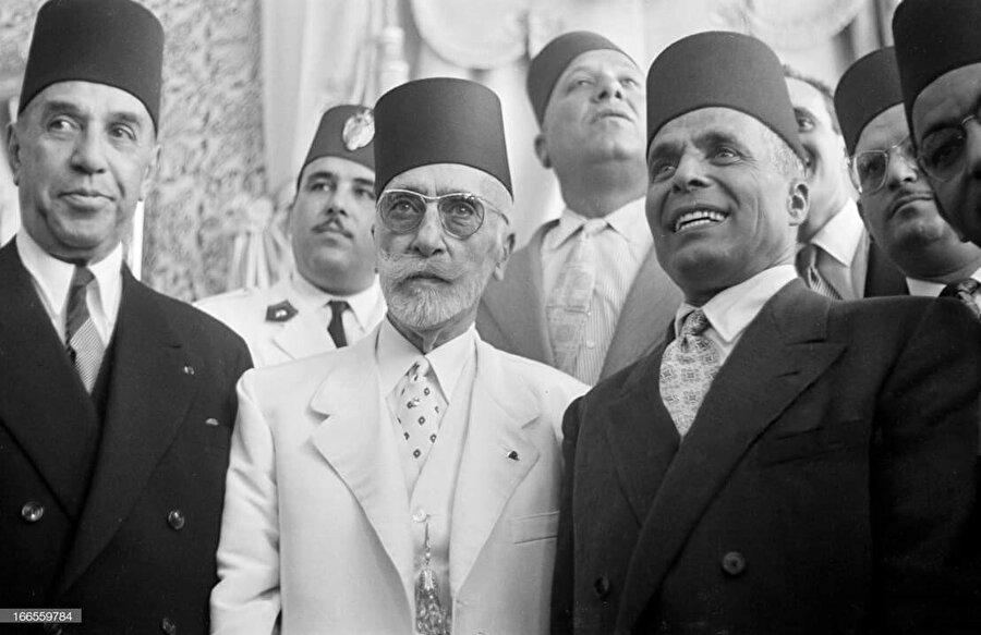 Tunus Kralı Muhammed el Amin (Ortada), Başbakan Habib Burgiba (Sağda) ve eski başbakan Muhammed bin Ammar (Solda) bir arada.