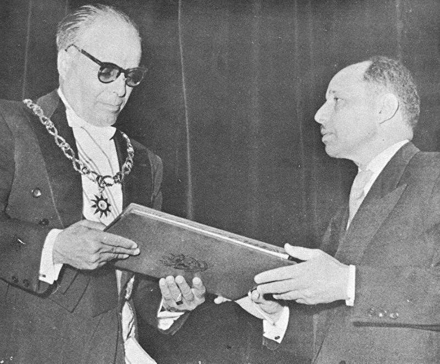Habib Burgiba'nın cumhurbaşkanlığı dönemi başlıyor.