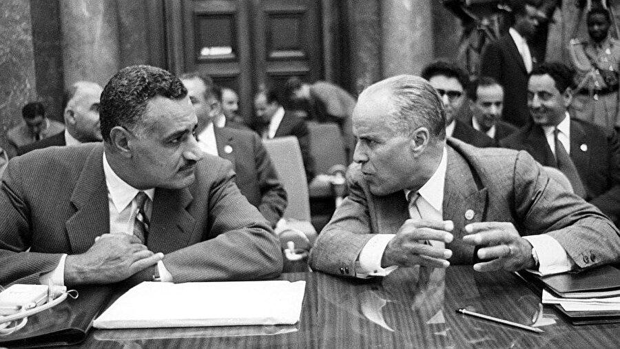 Burgiba, Mısır Cumhurbaşkanı Abdunnasır'ın sosyalist politikalarından etkinlenmişti.