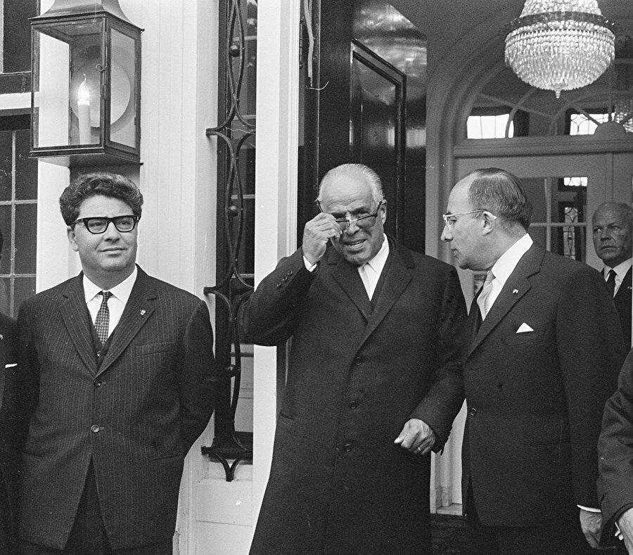 Burgiba, Tunus ekonomisini Ahmen bin Salih'e emanet etmiş, ancak sosyalist model hayali kısa sürmüştü.