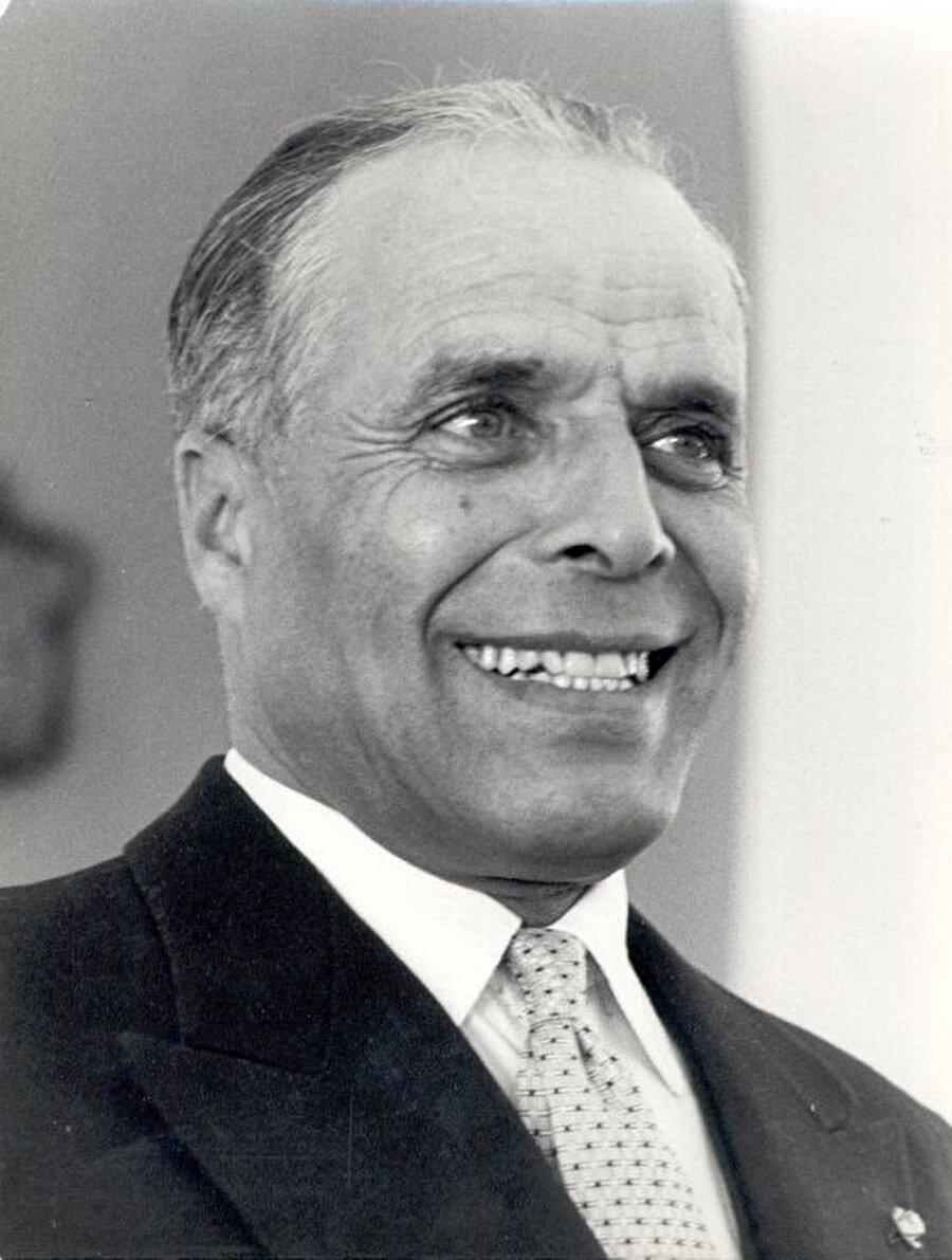 """Habib Burgiba, """"Ömür Boyu Tunus'un Cumhurbaşkanı"""" unvanını almıştı."""
