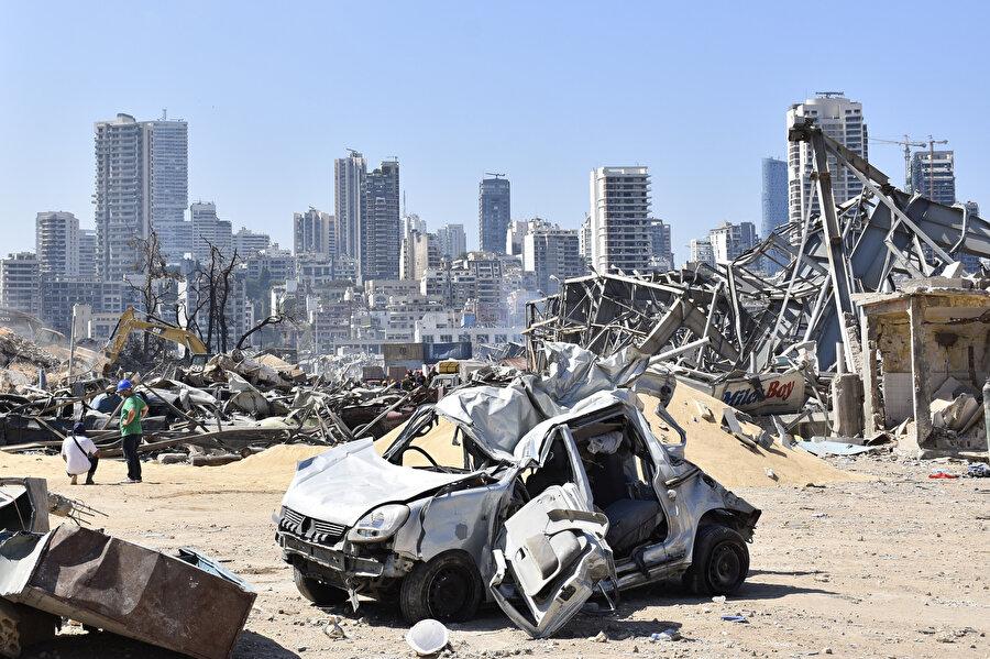 Beyrut Limanı'nda 4 Ağustos'ta patlayıcı maddelerin bulunduğu 12 numaralı depoda önce yangın çıkmış, ardından tüm kenti sarsan çok güçlü patlama meydana gelmişti.