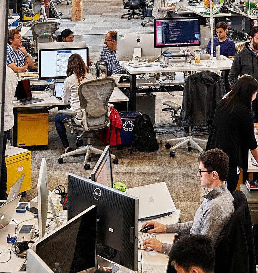 Facebook çalışanları bu sistemle 1 yıl kadar daha evlerinden çalışacak gibi görünüyor.