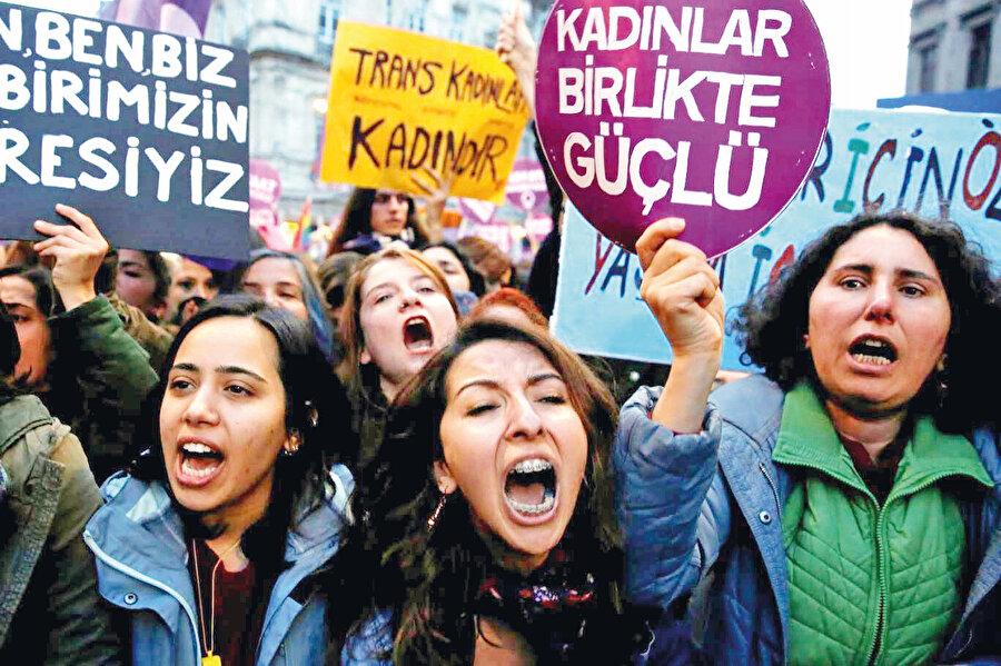 Türkiye'nin sözleşmeden çıkacağının açıklanması, feminist ve eşcinsel lobisinin Türkiye ayağını da harekete geçirdi.