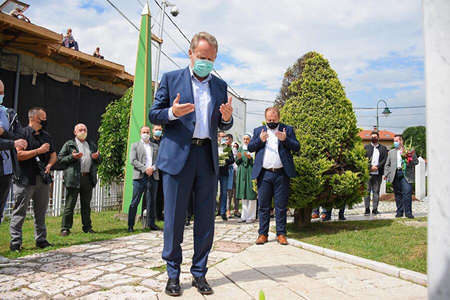 Dzaferovic, İzetbegoviç'in şüphesiz Bosna Hersek'in modern tarihinin en önemli kişiliği olduğunu söyledi.