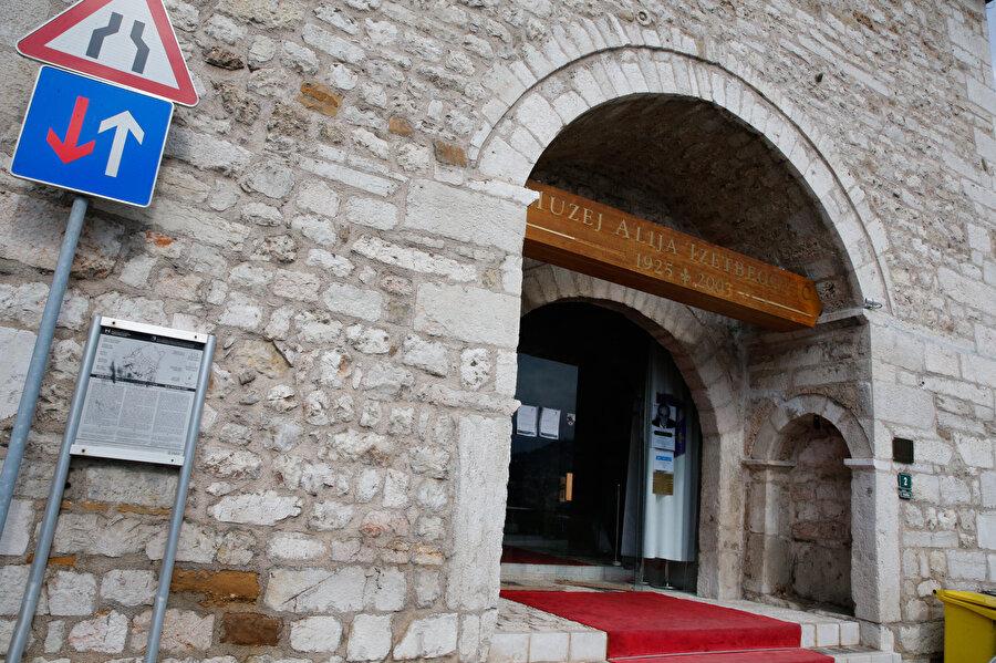 Aliya İzetbegoviç Müzesi girişi.