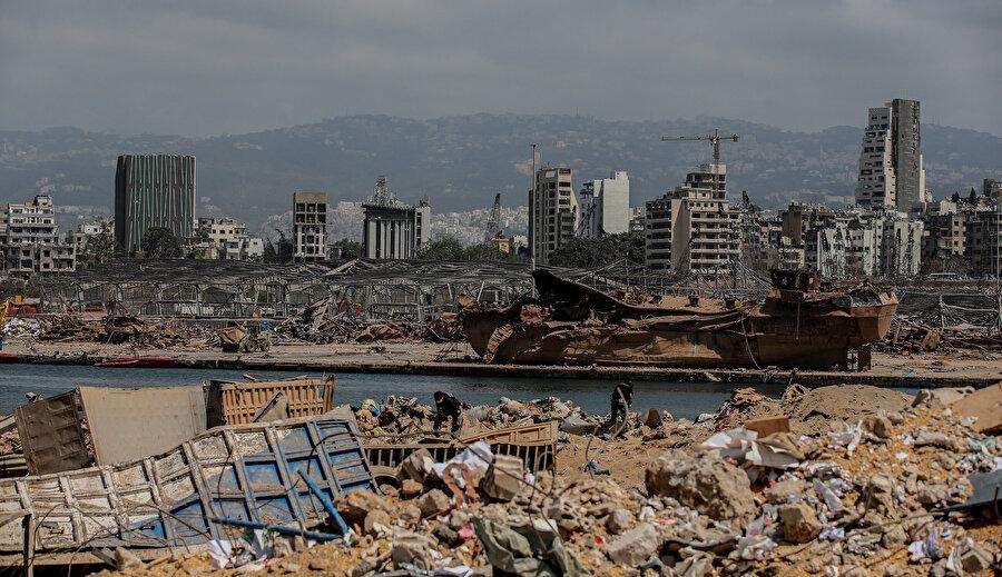 Patlamanın ardından Beyrut Limanı'nda büyük hasar oluştu.